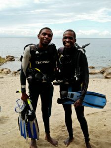 Divers Piri and Edward